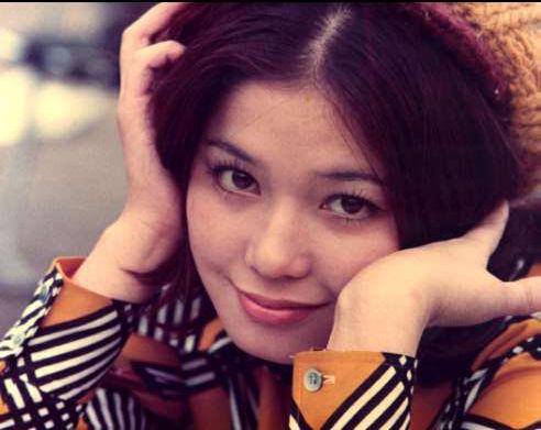 オレンジのラインの入ったジャケットを着たひし美ゆり子の画像